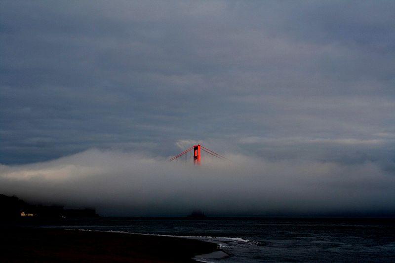 Golden Gate Bridge in ceata (autor: Mila Zincova -13.06.2006)