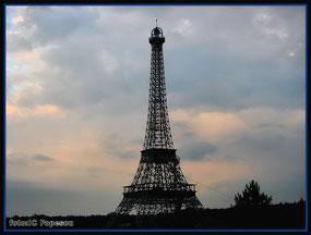 turnul eiffel din parcul hermes slobozia