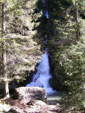 cascada valea ialomitei-pestera