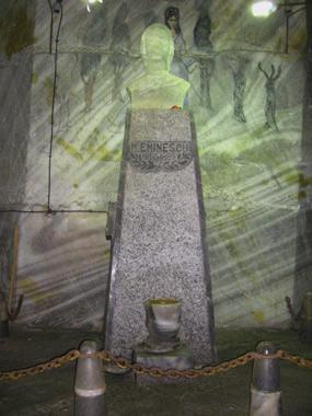 Eminescu- statuie de sare