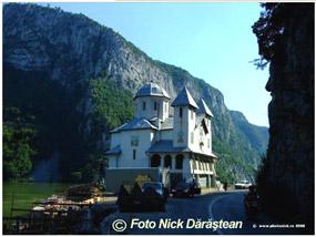 manastirea mraconia -pe malul Dunarii