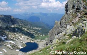 lacul bucura muntii retezat