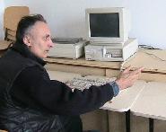 Directorul scolii la ora de informatica