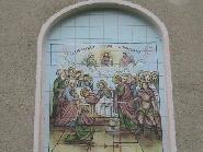 Fresca la intrarea bisericii