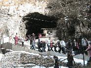 Intrarea in Pestera Dambovicioarei